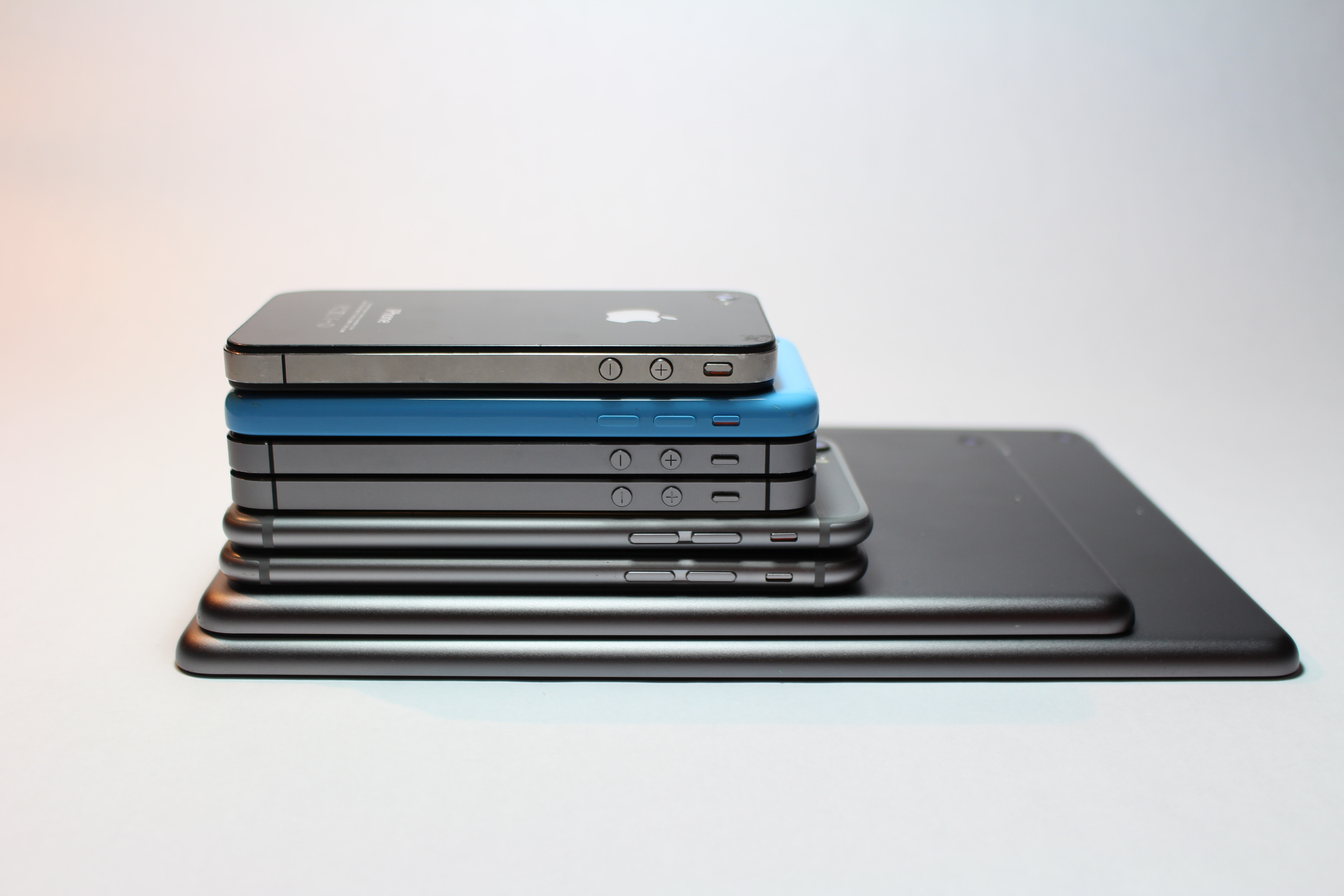 apple-devices-cellphone-close-up-341523