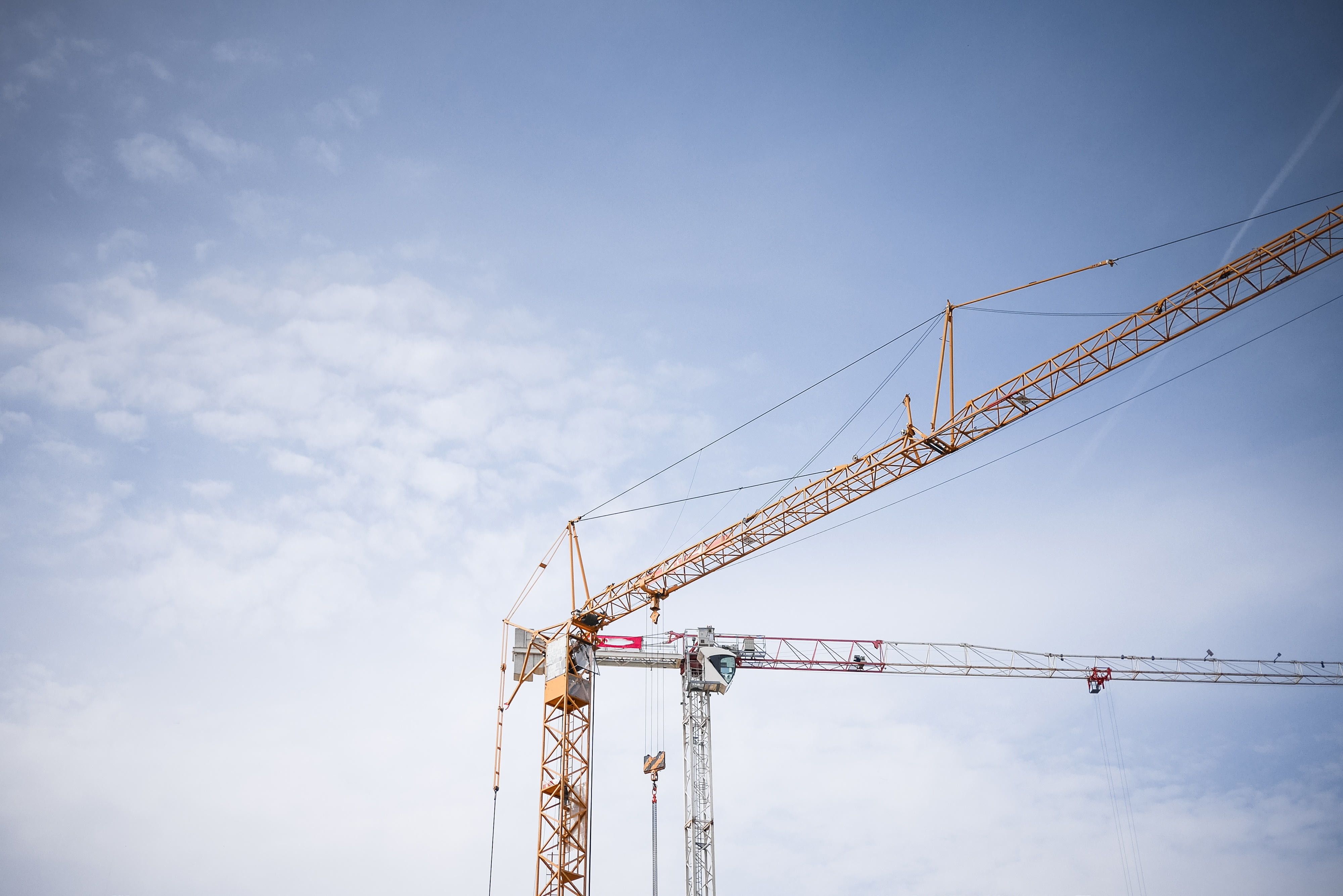 big-lifting-cranes-at-construction-site-picjumbo-com